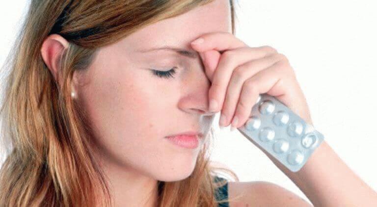 Сильно болит голова таблеток нет что делать