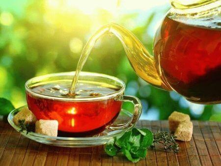 чашка чая с заварником