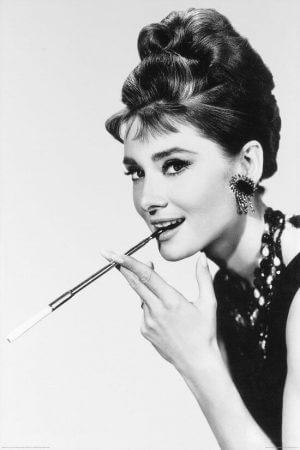 Одри Хепберн с сигаретой