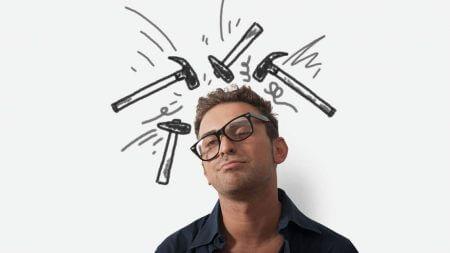 мужчина в очках на перекосяк