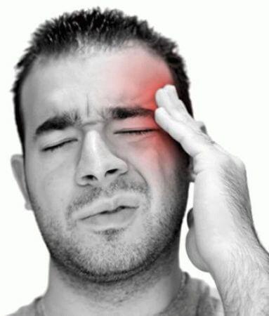 Кластерная головная боль у мужчины