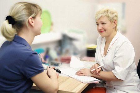 девушка на приеме у невропатолога