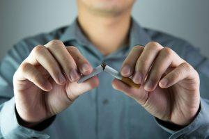 Почему, когда бросаешь курить, может болеть голова?