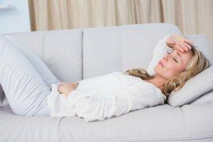 Почему перед месячными болит голова? Советы врачей