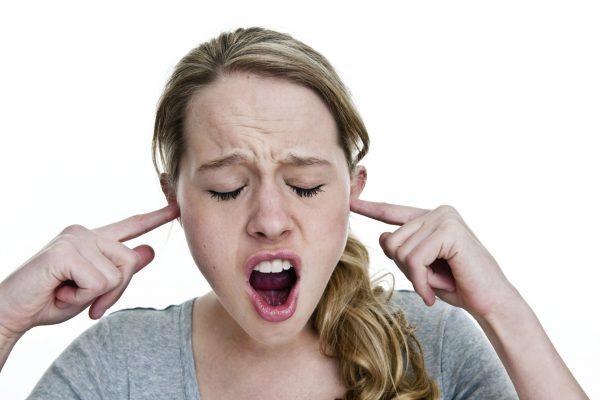 Болит голова от телефона - что делать?