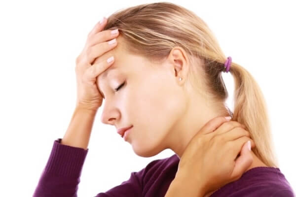 Болит горло и голова: причины возникновения