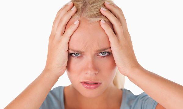 Почему болит голова при давлении в норме: опасные патологии и простые причины
