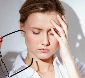 Головная боль после солярия у женщины
