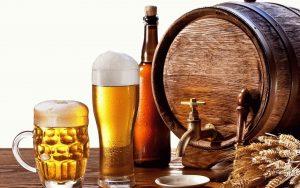 бочка и бокал с пивом