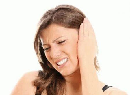 стреляющая боль за ухом у женщины