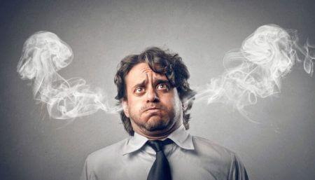 у мужчины идет дым из ушей