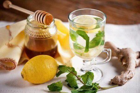 чай с медом, лимоном, имбирем и мятой