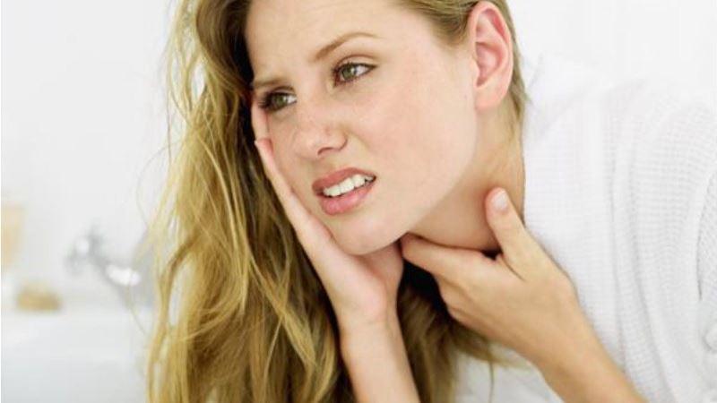 Почему при ангине болит голова