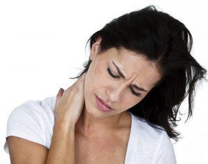 Немеет голова: причины, сопутствующие симптомы, терапия
