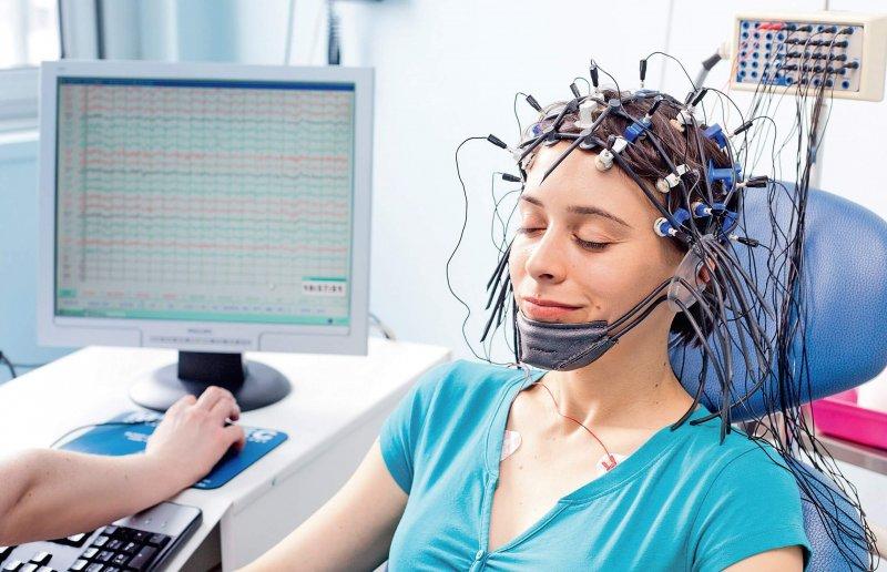Эхо ЭГ головного мозга: что это такое? Как проводится процедура?