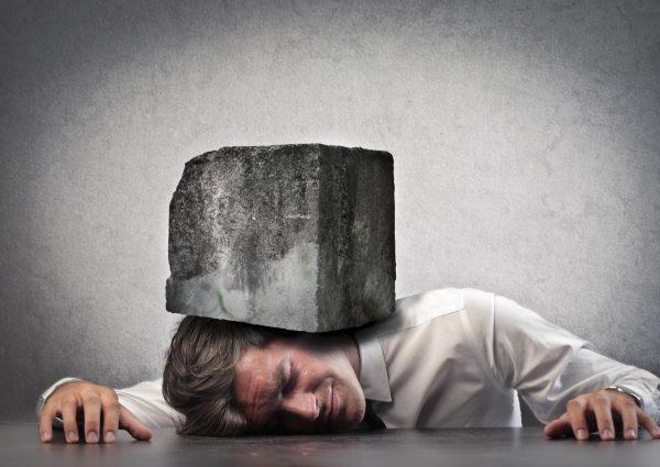 Почему возникает в голове тяжесть и как ее лечить?
