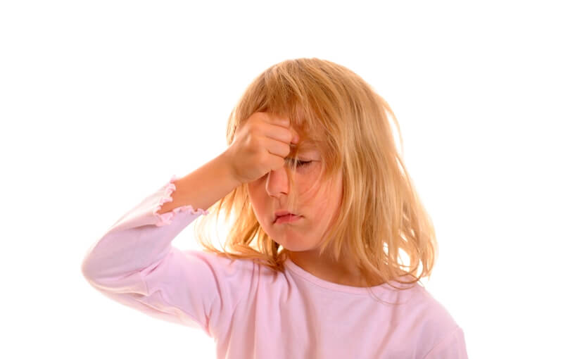 Что делать, если болит голова в области лба у ребенка?