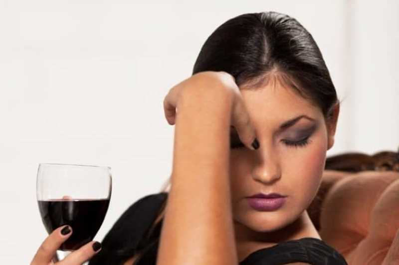 Причины, почему от вина болит голова