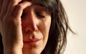 Почему после плача болит голова: основные причины