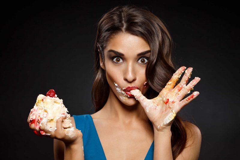Болит голова от сладкого - причины