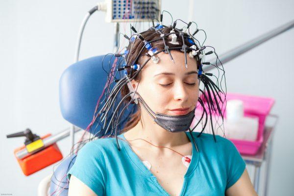когда нервничаю болит голова